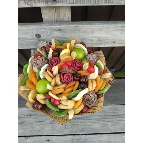 Подарочный букет из сухофруктов с шишками «Идилия»