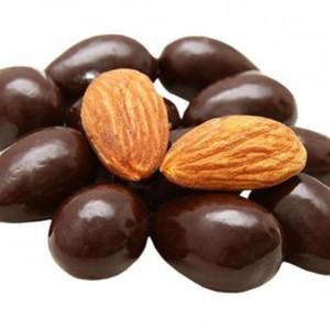 Миндаль в темном шоколаде